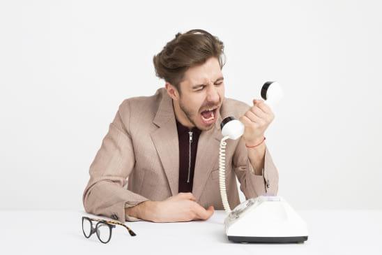 la telefonía fija convencional es muy costosa y poco flexible